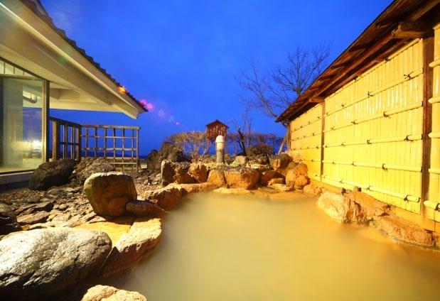 黄金の湯が愉しめるおすすめの温泉宿①心に咲く花 古久家
