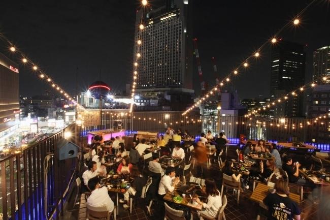 今年は大阪ミナミで開放感抜群の屋外ビアガーデン&BBQを満喫!