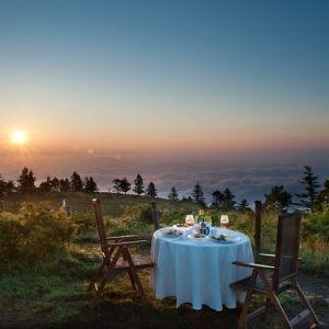 人生でいちばんの朝食体験を。「星野リゾート」が用意する最高の演出とはその0