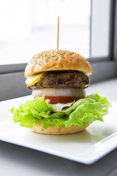 野菜が主役のヘルシーバーガー!「自由が丘バーガー 青山店」が6月6日オープンその3