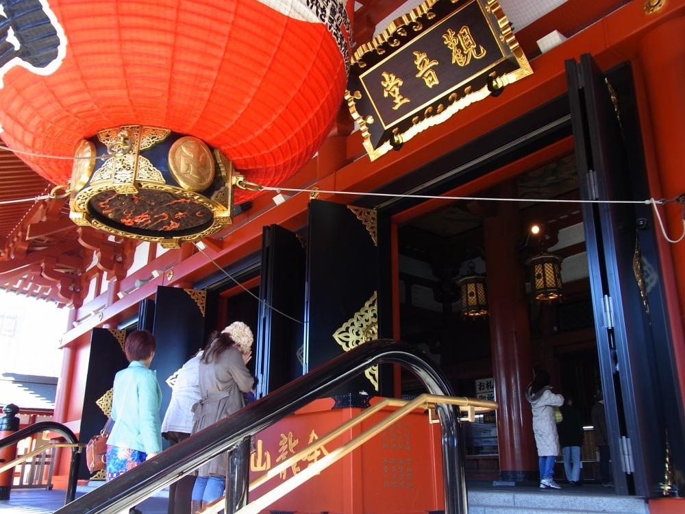 浅草の玄関口「浅草寺」からスタート