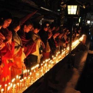 良縁成就のお参りへ。1月15日に飛騨市で幻想的な「三寺まいり」開催