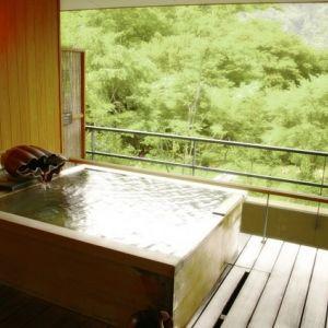 プライベート感重視の箱根旅行へ。記念日で利用したくなる高級宿その0