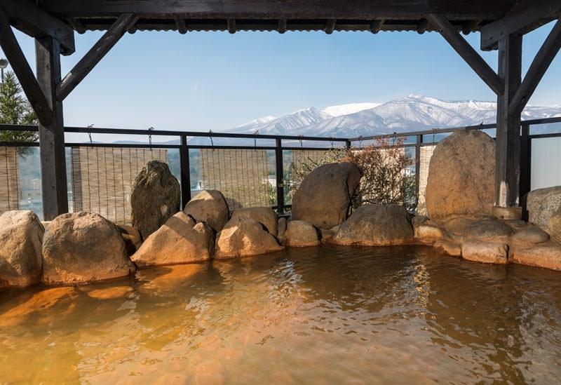 12種類の湯船と4つの貸切風呂が魅力「かっぱの宿 旅舘三治郎」