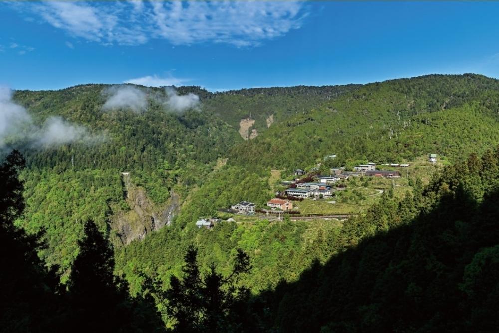 山荘に滞在して、刻々と変わる山の景色を堪能しよう。