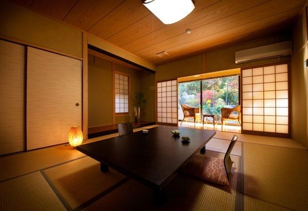 「八面山金色温泉 こがね山荘」の魅力①本館と4室の離れ