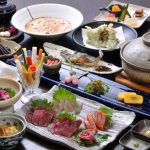 朝いちばんの採れたてを味わえる喜び。山菜料理が楽しめる温泉宿2選
