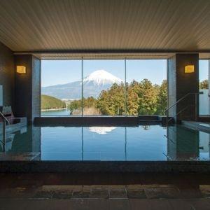 雪の帽子をかぶった初夏の富士山に会いに。静岡にある富士山ビューの宿4選