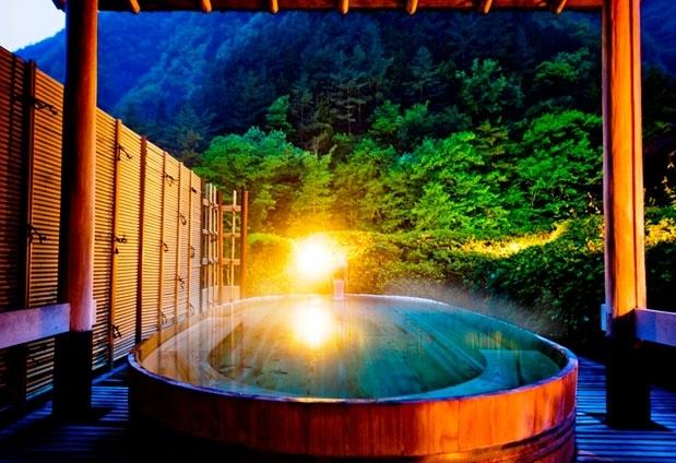 贅沢に自然を感じられる湯浴み