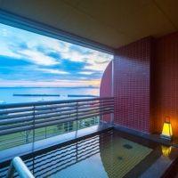 自然と調和したリラクゼーション空間。琵琶湖の目の前のホテルで極上ステイ