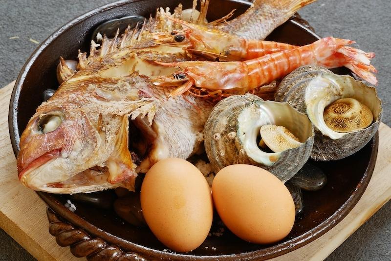 どどーんと盛り付けられる新鮮な魚介に箸が進む