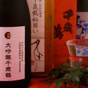 札幌唯一の酒蔵の直営店「直営 千歳鶴」。奥深い日本酒を味わう夜