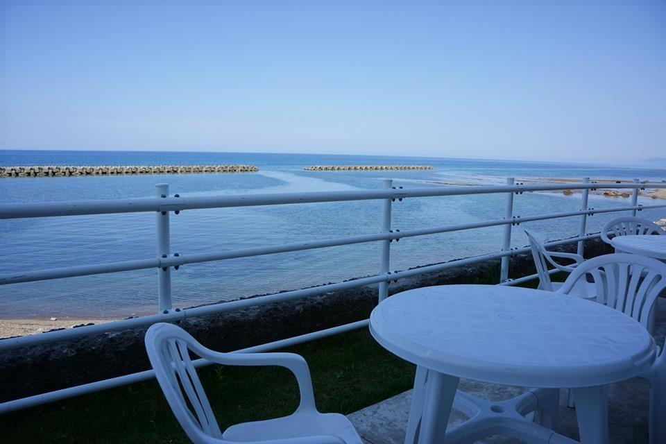 青い海と空が最高の癒し時間を届けてくれます