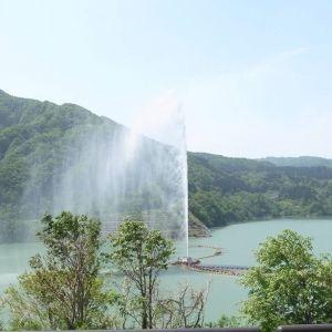 日本一高い噴水はココ!山形県・寒河江ダムの「月山湖大噴水」とは