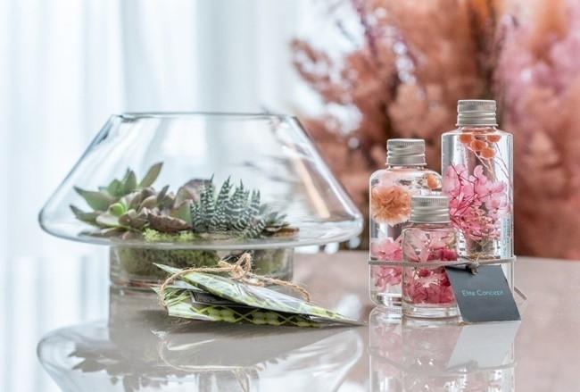 帰宅後も花と植物を楽しめる、ハーバリウムをプレゼント。