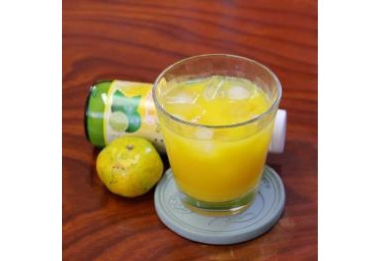 爽やかな南国の味「100%シークヮーサー果汁」
