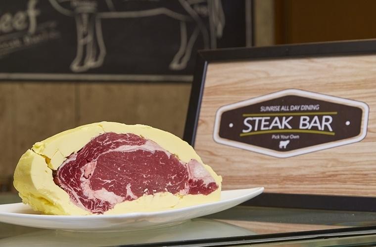 バターに包んで熟成させた牛肉の深い味わいに注目!