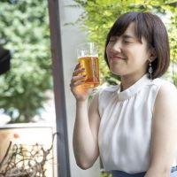 """""""ビールおねえさん""""古賀麻里沙の「びあばな」−前編−"""