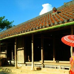 エイサー踊りやシーサー作りも。沖縄観光テーマパーク「琉球村」とは