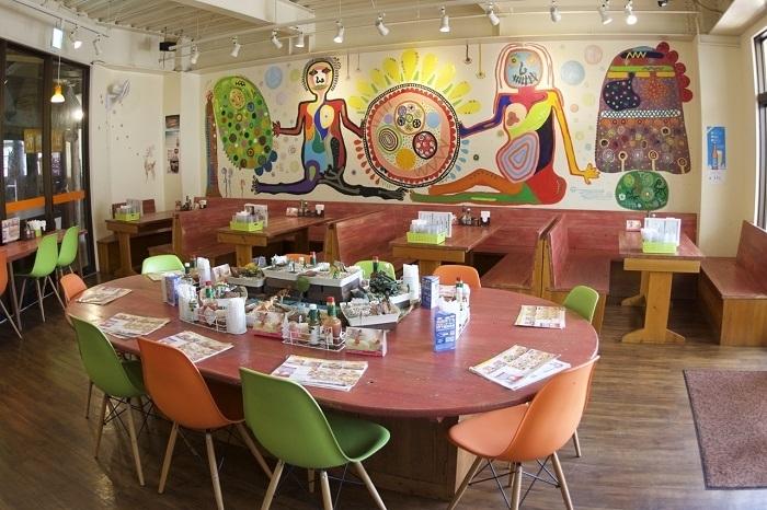 明るく楽しい絵があふれる「タコライスcafe きじむなぁ デポアイランド店」