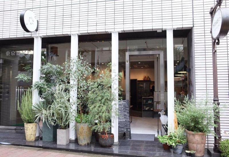 大きな窓が開放的 Sdemic cafe(小伝馬町)