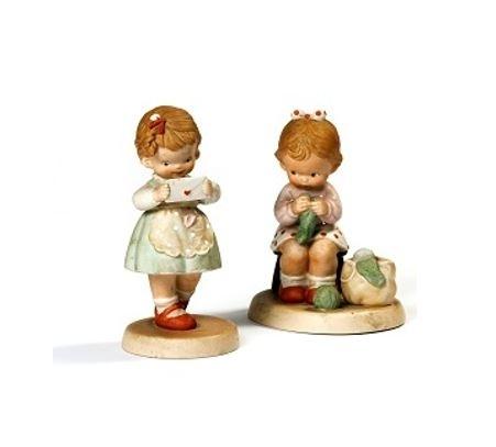展示の一例/二つの小さな置物(ダブリン、アイルランド)