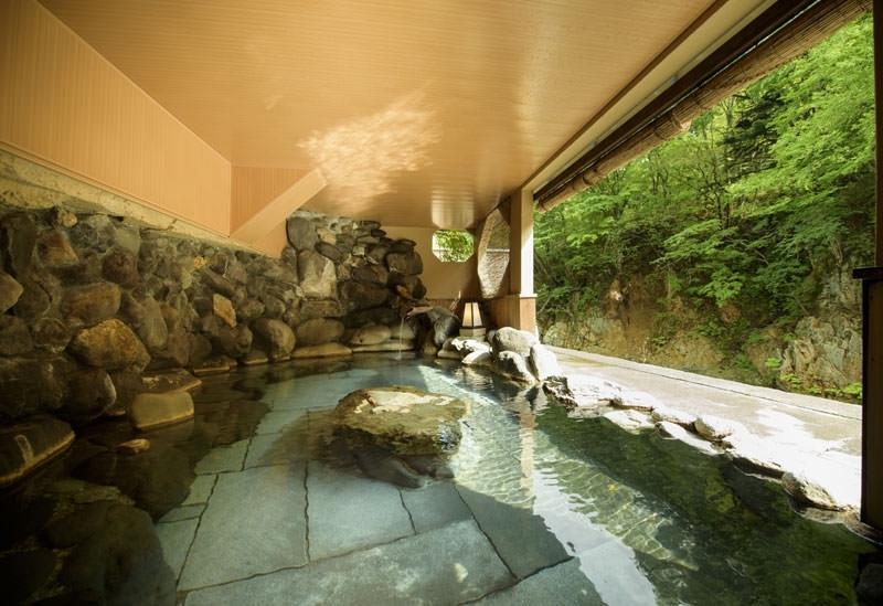 全風呂が源泉掛け流しの温泉宿「割烹旅館 湯の花荘」