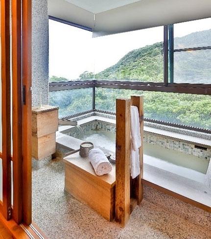 【台湾情報】異次元感が漂うガラスケースのような建物、その正体は……温泉ホテル。陽明山で思い出に残るバカンスをその4