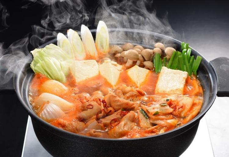 身体を温めてくれる辛さにやみつき やまなか家自家製激旨豚ホルモン鍋