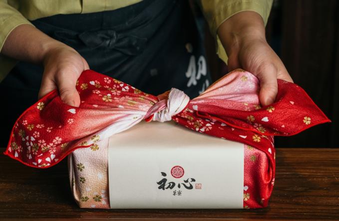 """日本式の""""菓子折り""""には、特別感が漂います。"""