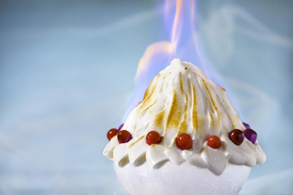 炎と氷の共演! 今年初登場のスペシャリテ「チョコレート焼き氷」