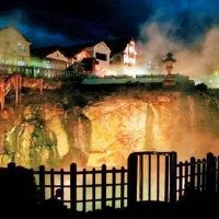 【草津温泉】冬のライトアップが幻想的な「湯畑」近くの宿泊施設