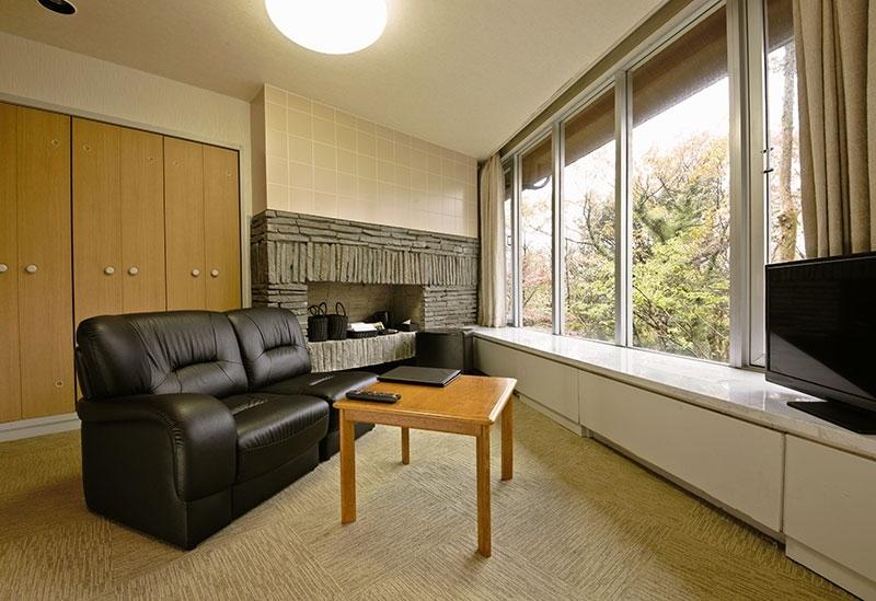 芦ノ湖展望客室の宿泊がほぼ半額「芦ノ湖虎乃湯」