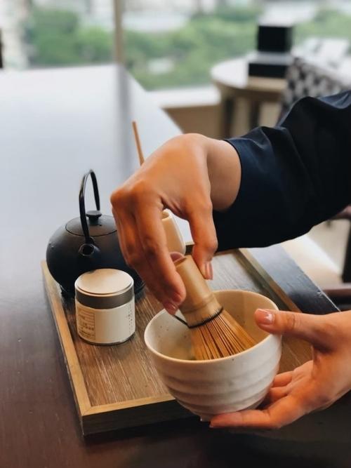 茶道体験のあとは、和食レストランですき焼きに舌鼓。