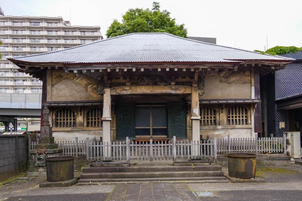 左官職人の躍動感ある装飾に注目 善福寺本堂