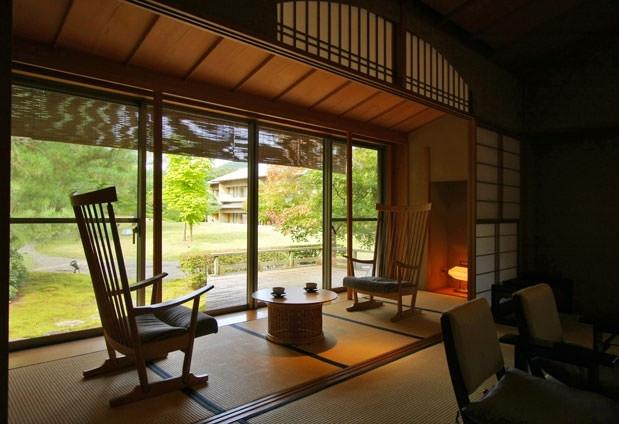和の趣溢れる客室