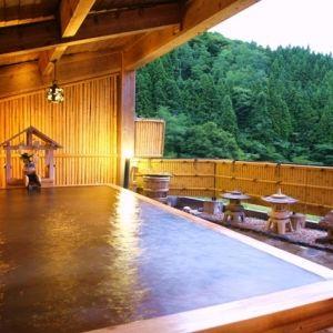 福島で癒しの旅。温泉旅行なら源泉かけ流しのお湯を楽しめる宿へ
