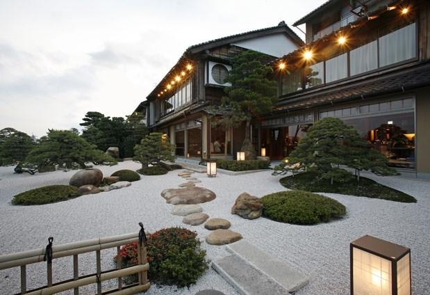 宍戸湖を間近に望む老舗旅館「皆美館」