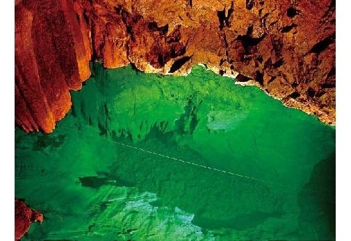 大分県:稲積水中鍾乳洞