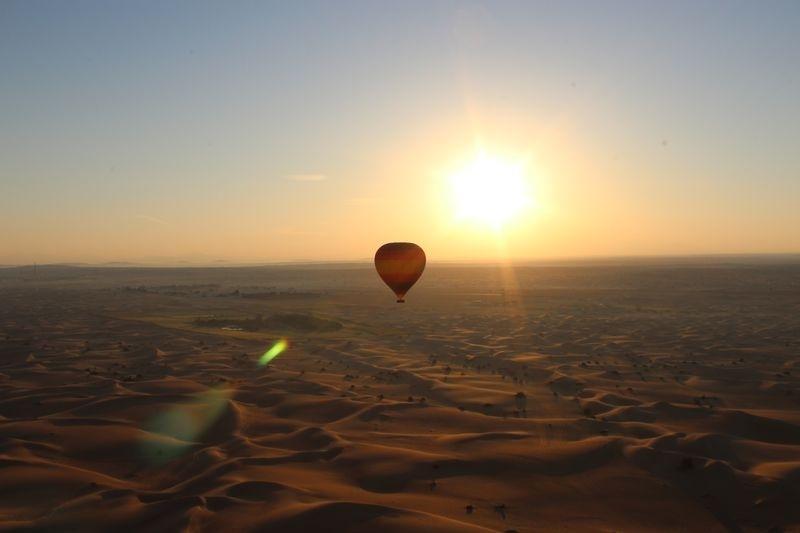 絶対行きたくなる!ドバイで女子旅におすすめのスポット④深夜のサファリドライブと気球乗船体験