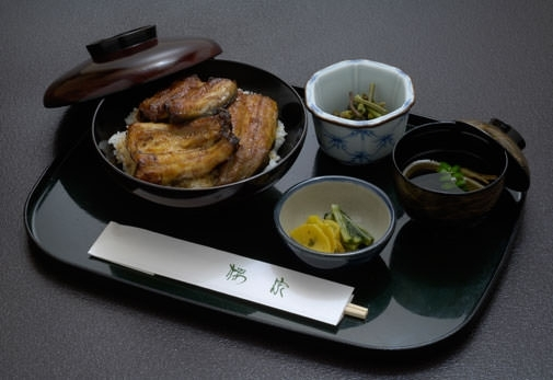 老舗うなぎ店「桜家」で昼食