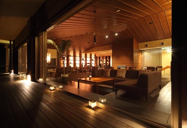 香川県・こんぴら温泉の旅館「琴平花壇」の魅力④ガーデンラウンジに集う