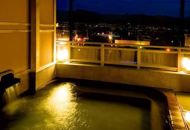 山梨県・石和温泉の宿「ホテルふじ」の魅力①展望風呂が自慢
