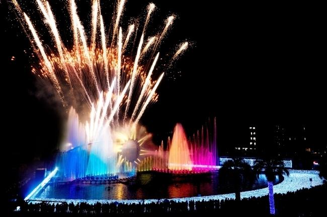 噴水ショーと花火の壮大なコラボ!よみうりランド ジュエルミネーションの10周年記念イベント
