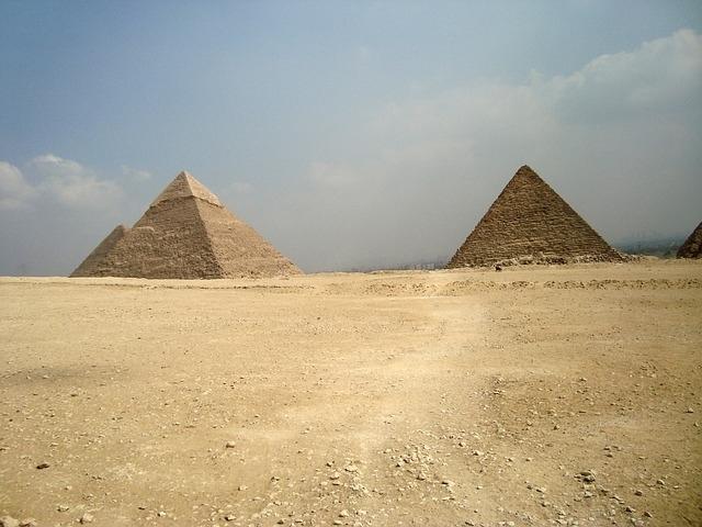 ピラミッド建設に従事したのは奴隷ではない?