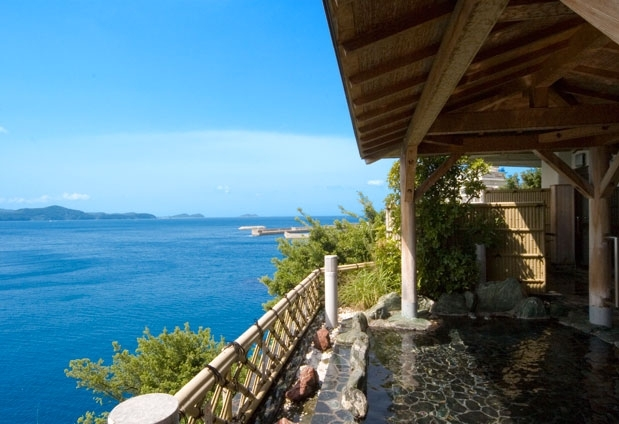 和歌山県のホテル「和歌の浦温泉 萬波 MANPA RESORT」の魅力②オーシャンビューを堪能できる露天風呂