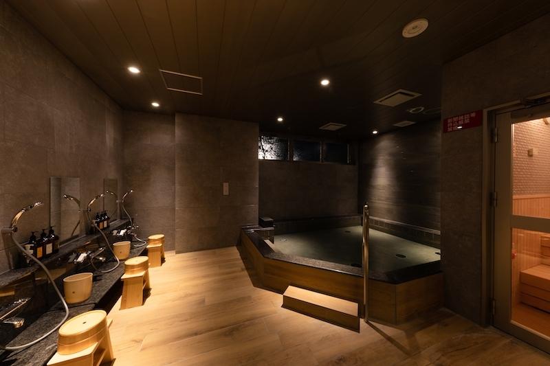 大浴場「柏の湯」で日頃の疲れを洗い流す