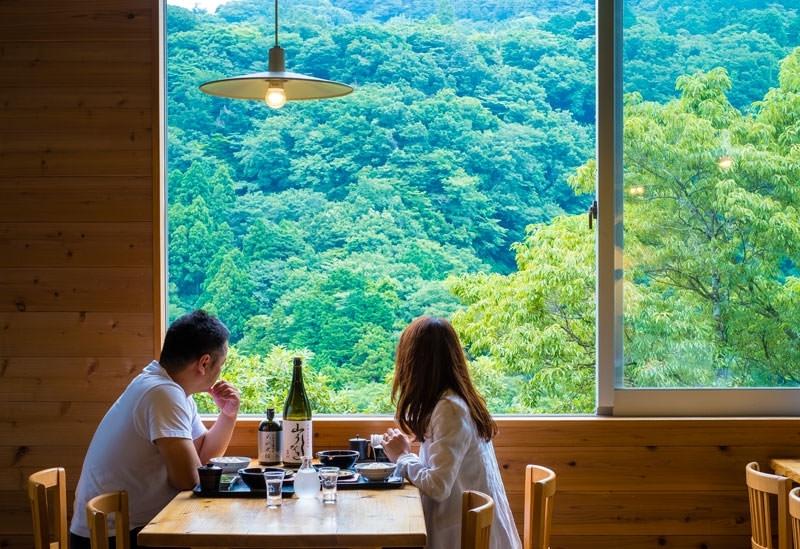 箱根の大自然を眺めながら食事が楽しめる