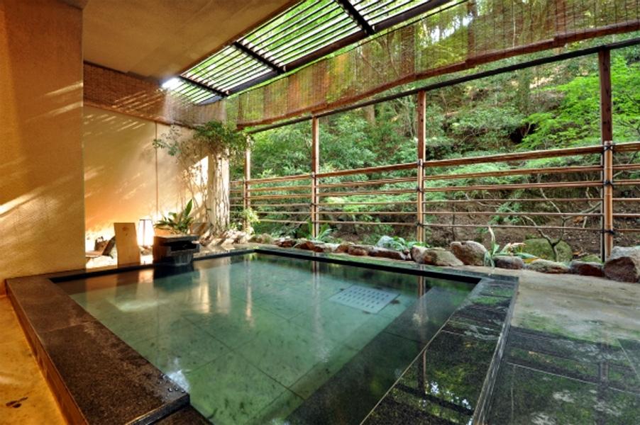 もみじ谷の豊かな自然に囲まれた天然温泉