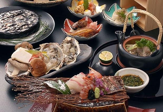 広島県産の食材をふんだんに使用した季節の懐石料理